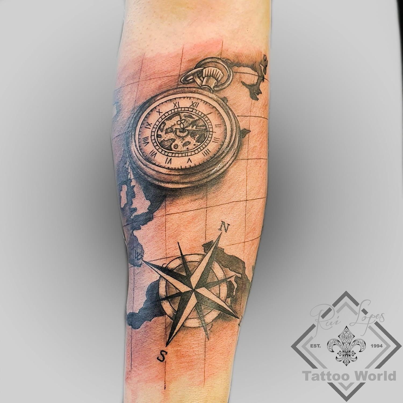 Tattoo Taschenuhr Kompass Landkarte