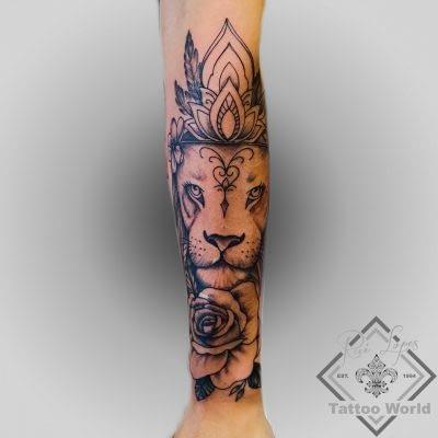 Tattoo Löwe Rose